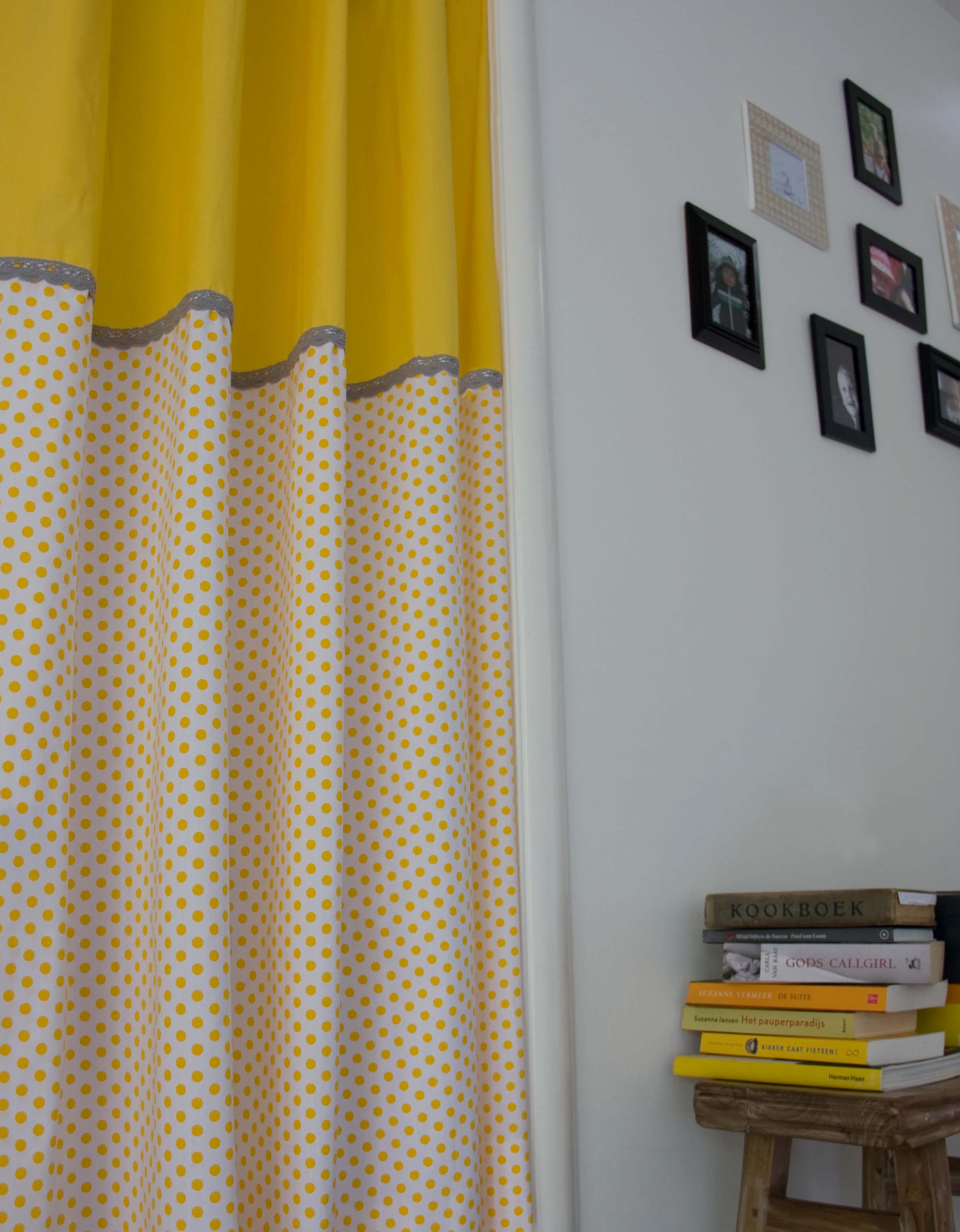 Okika · geel-grijs-gordijn