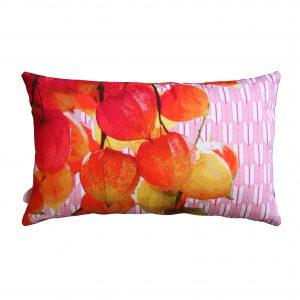 sierkussen rood, rood, kussen, japanse print, okika, lampionplant, rood sierkussen , rode print, kussen 30x50cm, goedkoop kussen,
