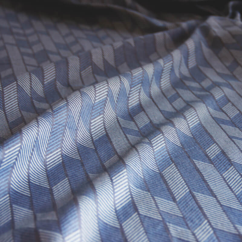 https://www.okika.nl/wp-content/uploads/2017/10/jeans-4-pijlen-gordijnstof-okika-blauw-denim-detail.jpg