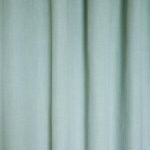 Heel basic mint gordijn met de uitstraling van linnen. Het gordijn heeft een decoratierand in het grijs, wat de vergrijsde kleur mint versterkt. Erg mooi in een basic of industriële kinderkamer waar je wilt verzachten met pastelkleur.