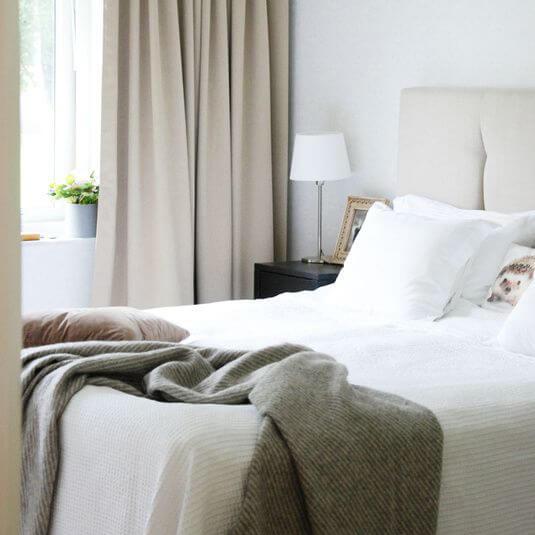 gordijnen beige slaapkamer 2