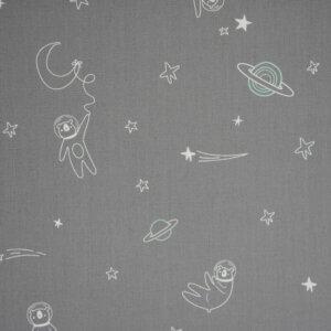 gordijnen Astronaut, astronaut, ruimte, heelal, universum, sterren, grijs, grijze, neutraal, baby, babykamer, babykamer, jongen, fantasie, fantaseren, licht blauw, blauw, jongen, babykamer, offwhite, creme, beige, lichtbruin, gordijnen, gordijn online, gordijnen online, gordijn op maat, gordijnen, basic, babykamer, gordijnstof, kinderkamer, gordijnen, gordijnen ontwerpen, gordijn ontwerp, jongen, jongenskamer